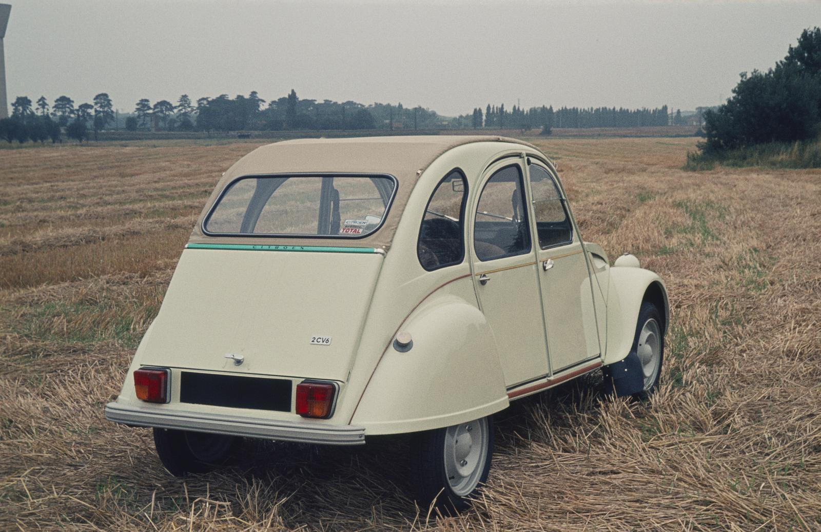 2CV6 1974 3/4 arrière