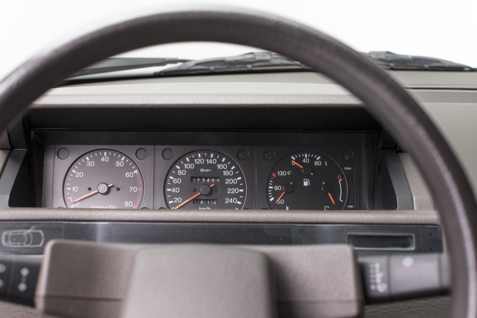 XM volant et compteur de vitesse