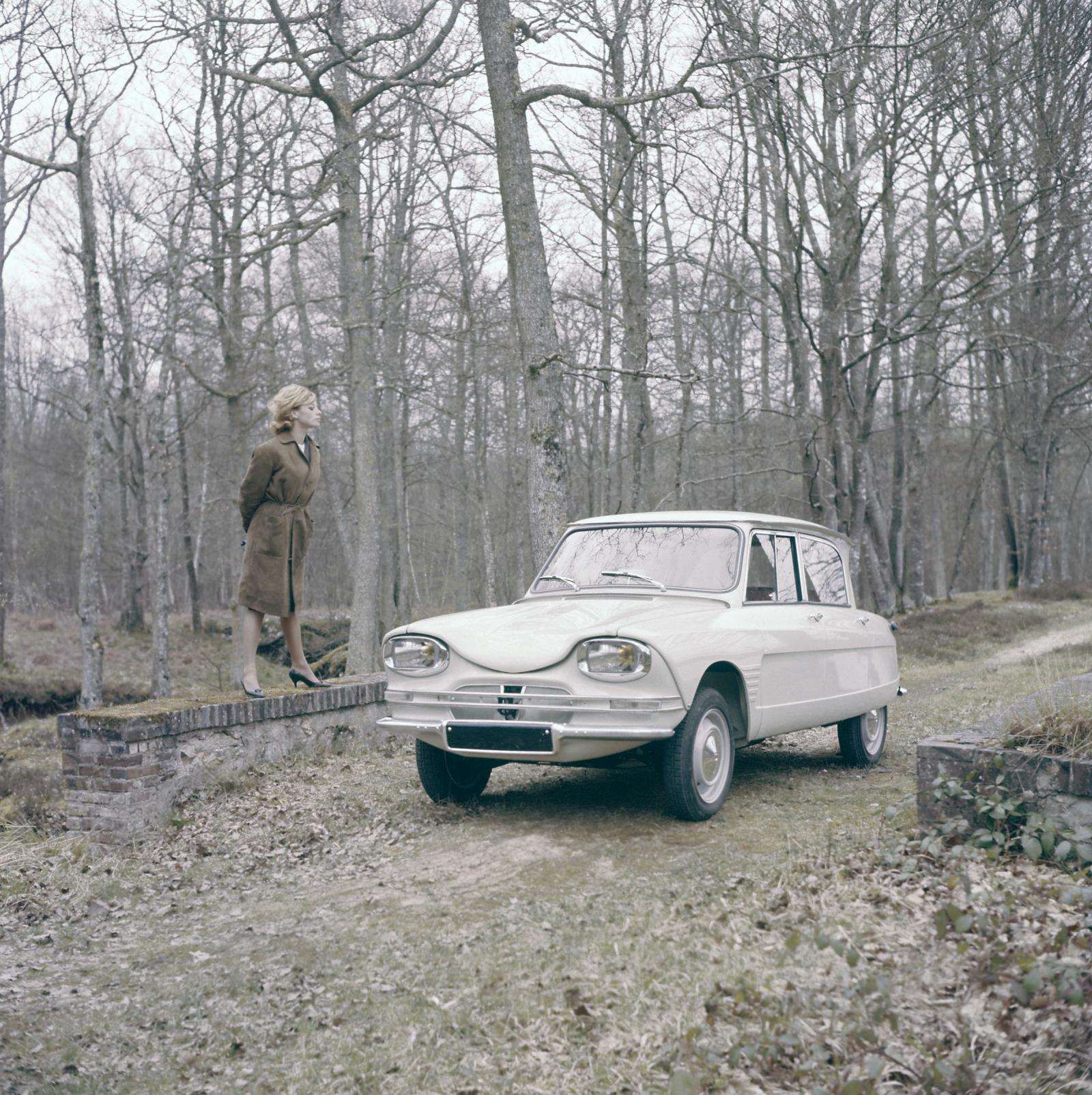 AMI 6 Berline 1961 3/4 avant
