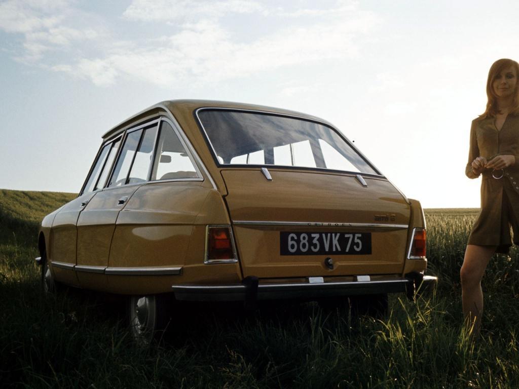 AMI 8 Berline 1969 3/4 arrière remplace AMI 6