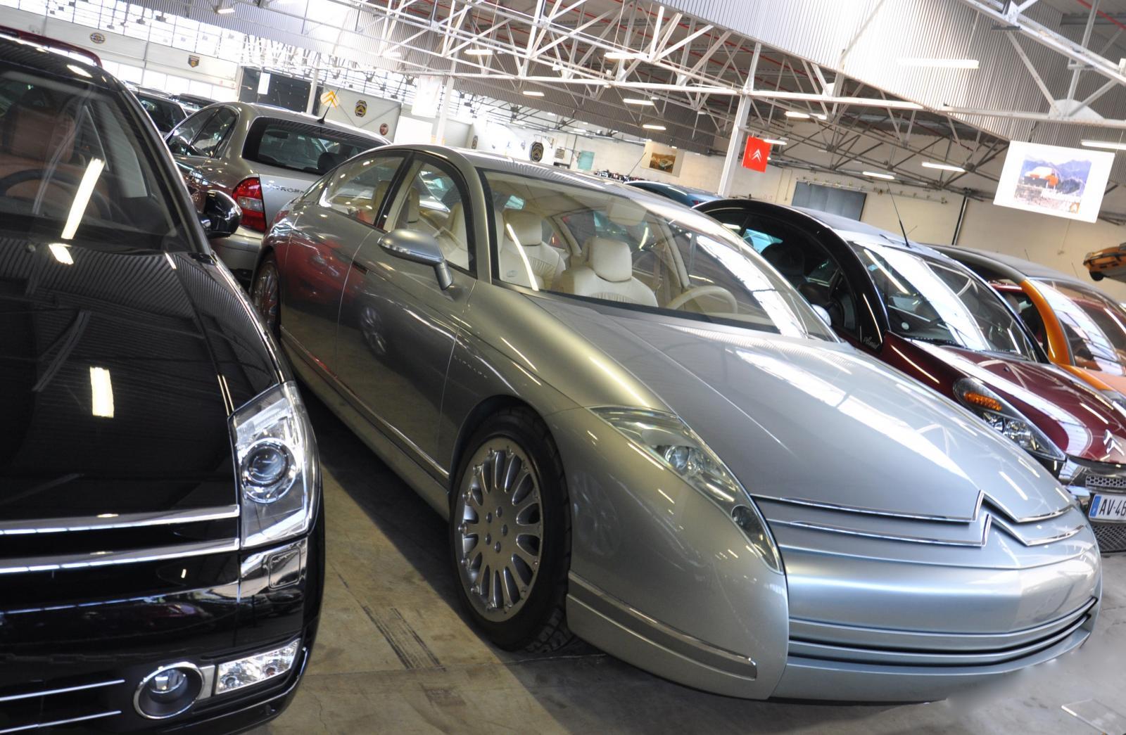 C6 lignage 1999 concept préfigurant la C6 avec la C6 2005