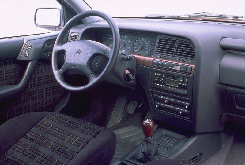 Xantia 2.1 Turbo D Activa 1995 intérieur